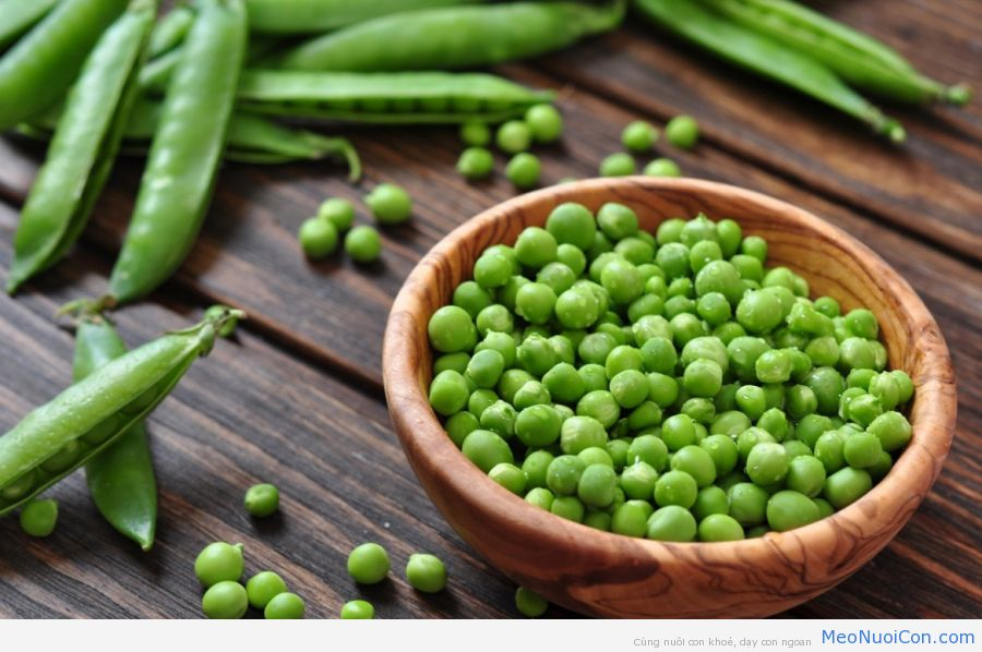 Green-peas-in-wooden-bowl1